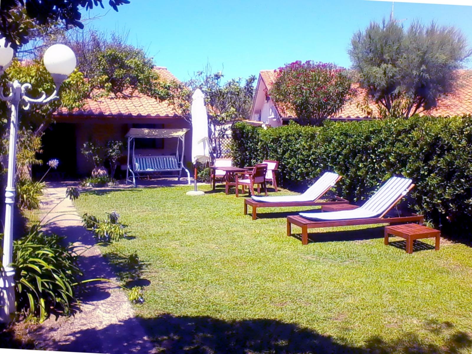 Affitto casa vacanze al mare in villino con giardino promoedintorni - Case in affitto con giardino ...